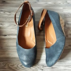 Paul Green blue leather wedges